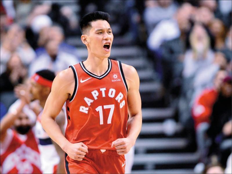 林書豪表示,身為NBA裡唯一的亞裔美籍球員「有點糟糕」。林書豪本季披上多倫多暴龍隊戰袍,在主場出戰華盛頓巫師隊。(美聯社檔案照)