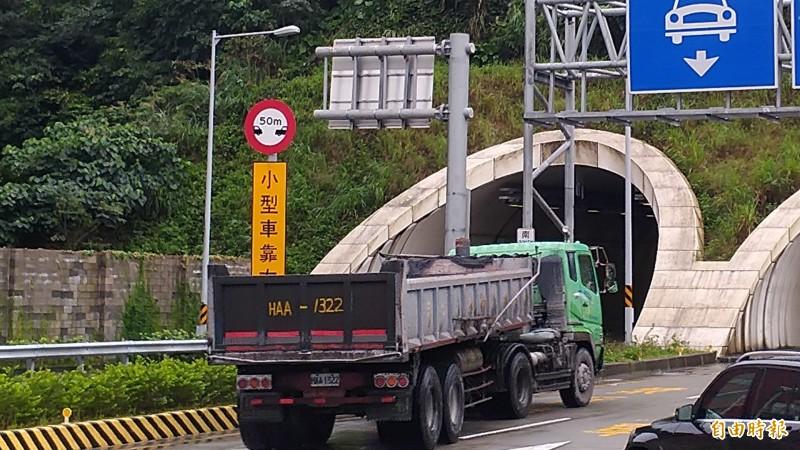 228連假期間,蘇花路廊管制21噸以上大貨車通行。(資料照,記者江志雄攝)