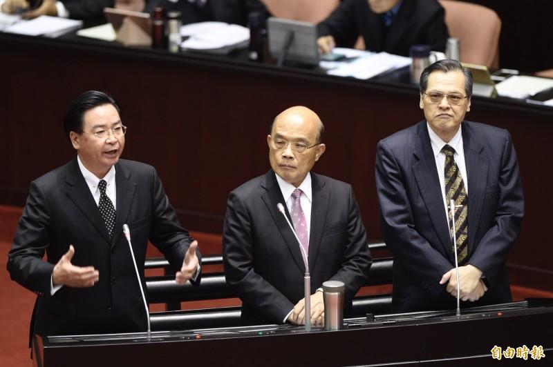 外交部長吳釗燮(左)對童惠珍發言表示不滿,「中國對我們不禮貌時,希望委員拿出良心出來」。(記者叢昌瑾攝)