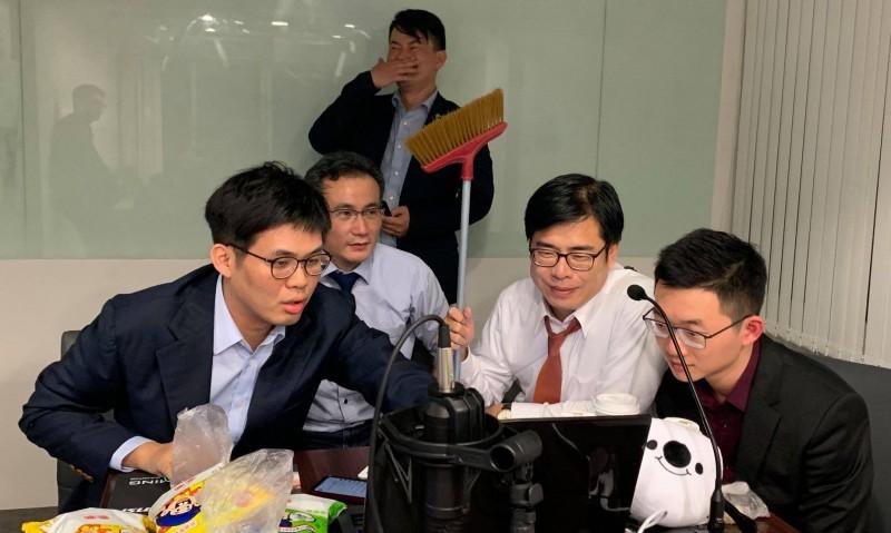 陳其邁表示,編劇與工程師的內心一定非常溫暖,對台灣社會也有深刻的了解,才能製作出引起這這麼大共鳴的遊戲。(圖取自陳其邁 Chen Chi-Mai臉書)