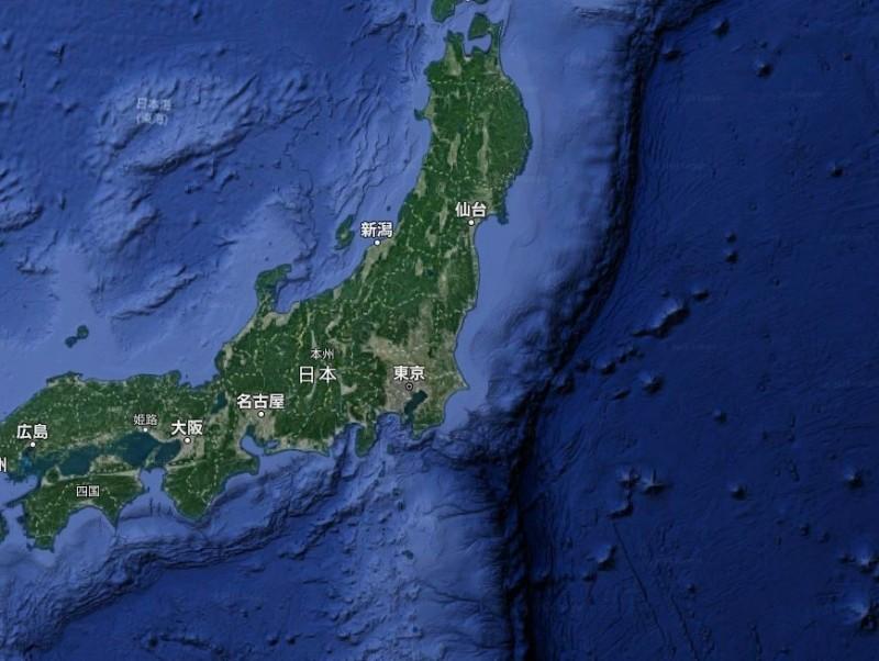 日本地震調查委員會最新的評估結果顯示,位於日本東側的「日本海溝」在未來30年內發生芮氏規模7(M7)的地震機率高達9成以上。(翻攝Google地圖)