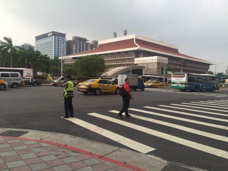 台北市各重要交通據點將進行交通疏導和管制。(記者劉慶侯翻攝)