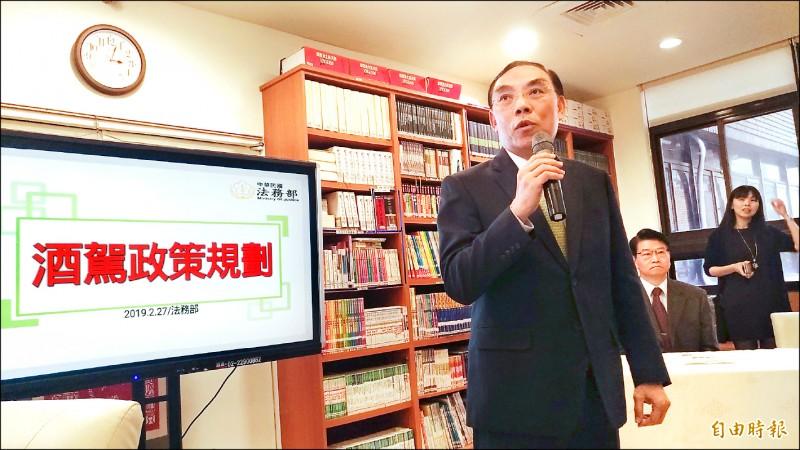 法務部長蔡清祥強調,一定要修法嚴懲酒駕者。(記者吳政峰攝)