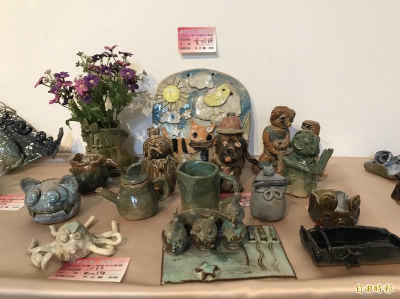 永定國小學童的陶藝作品創意與實用性兼具。(記者翁聿煌攝)