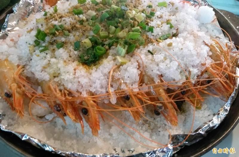 鹽焗蝦。(記者楊金城攝)