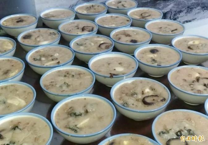 蚵仔碗粿。(記者楊金城攝)