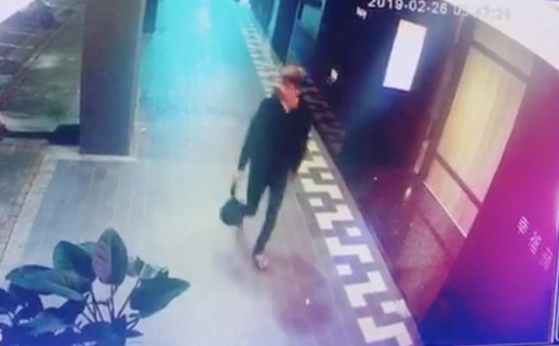 警方鎖定一新加坡籍男子涉有重嫌,疑似與女友來台入住萬華區旅館,丟棄女嬰屍後火速搭機離台。(記者陳薏云翻攝)