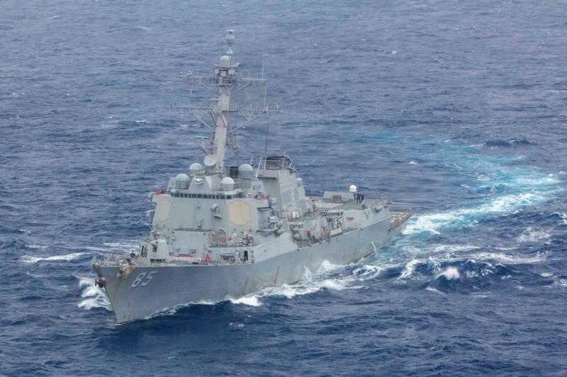 圖為日前再次在南海自由航行的美軍飛彈驅逐艦「麥坎貝爾號」(USS McCampbell)。