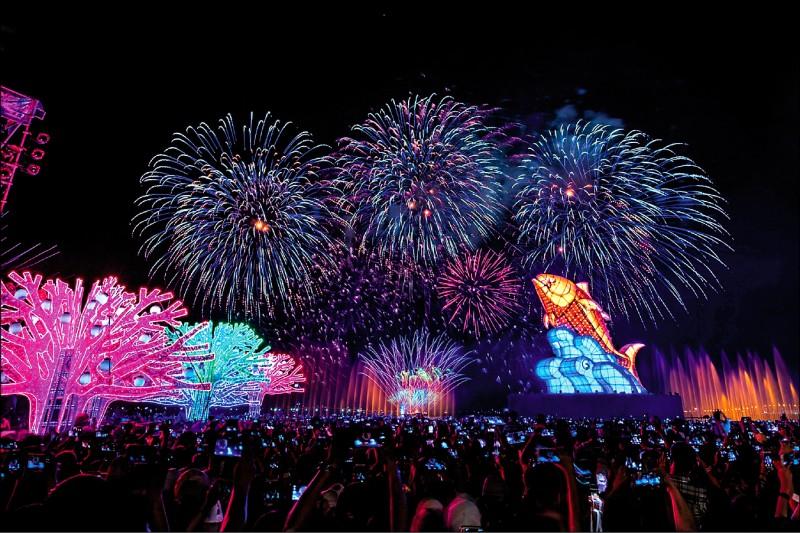 台灣燈會主燈秀,美得令人讚嘆。 (屏東縣政府提供)