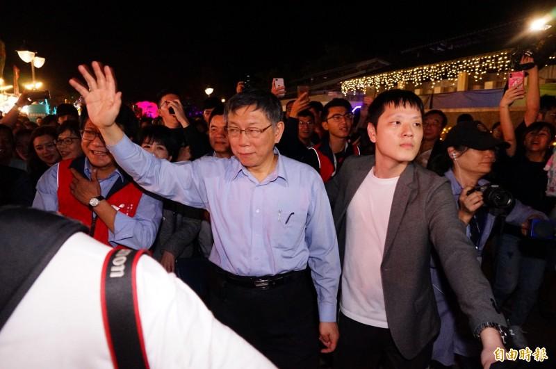 台北市長柯文哲今晚到屏東參觀台灣燈會。(記者陳彥廷攝)