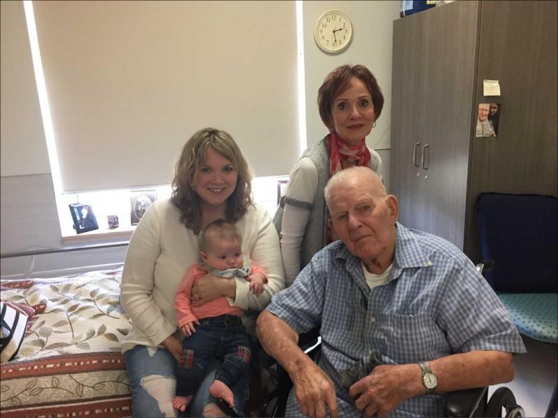 高齡108歲、有70名後代的加拿大阿公艾斯蒙德.歐卡克,終於等到第一個同名子孫。(取自網路)
