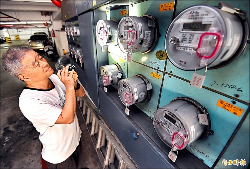 四月電價調漲與否,經濟部罕見表態,因燃料價格走緩,將於三月召開的審議會主張無需調漲。(資料照,記者廖振輝攝)