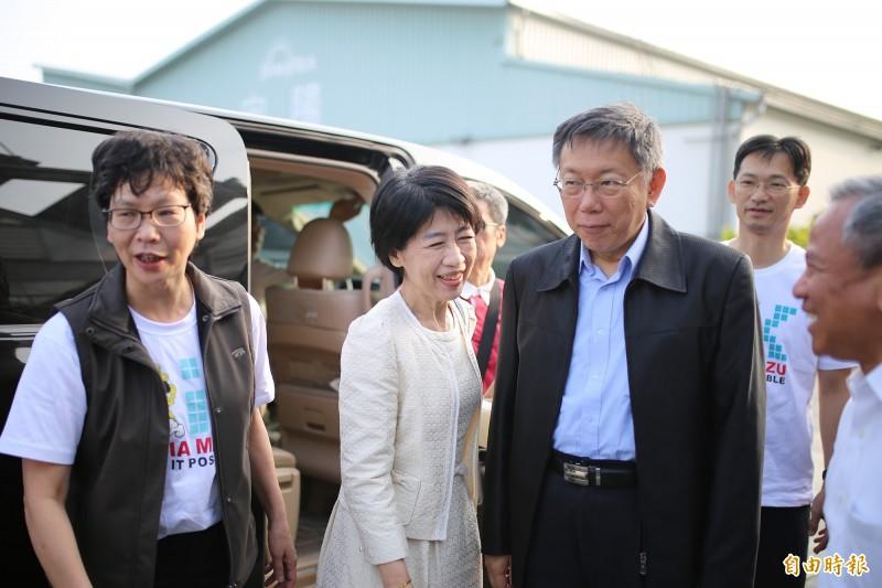台北市長柯文哲偕夫人陳佩琪到屏東參訪。(記者邱芷柔攝)
