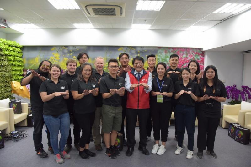 這次台灣燈會,表演感動眾多台灣人的intel無人機團隊首度亮相。(圖:縣府提供)