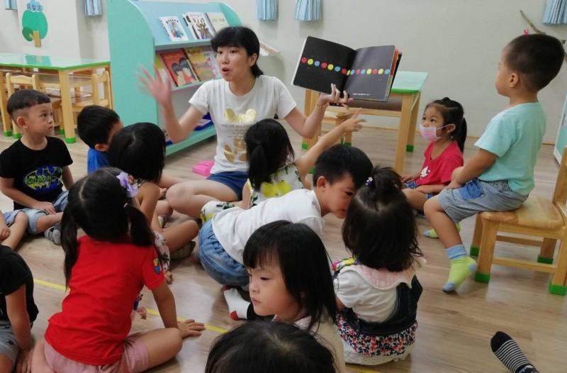 台中市108學年度公立及非營利幼兒園招生,第一階段3月23日至30日報名。(記者蔡淑媛翻攝)
