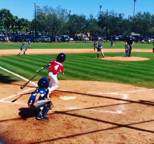 美國8歲男童莫里西(Tommy Morrissey)出生時就沒有右前臂,卻在棒球比賽中打出場內全壘打。(圖擷自「onearmgolfer」IG)