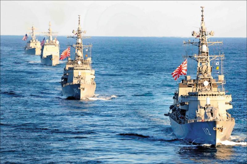 蔡總統接受日本「產經新聞」專訪中提到台日安保對話議題,我軍方人士分析,台日走向軍事合作是相當重要的工作。圖為2017年11月美日海上聯合軍演。 (法新社檔案照)