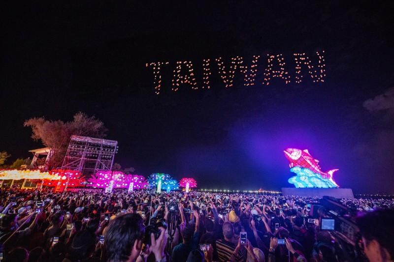 台灣燈會在屏東大鵬灣舉辦,開園16天以來,總人數已達1187萬人次。(屏東縣政府提供)
