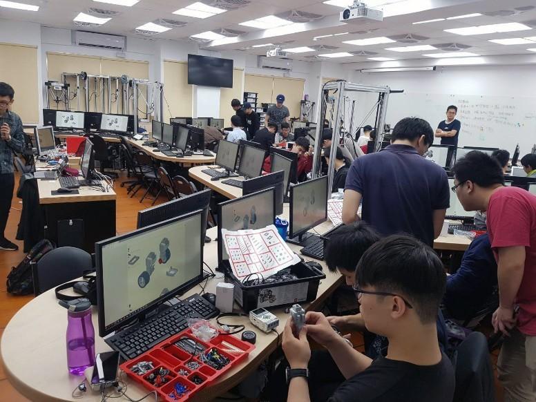 龜山區龍華科技大學「人工智慧、物聯、邊緣運算聯合實驗室」啟用。(圖由龍華科技大學提供)