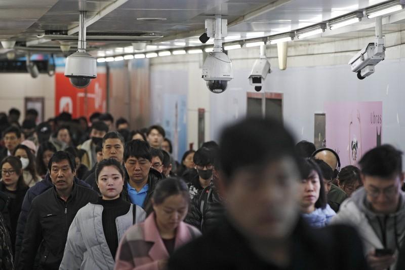2018年,中國有2300萬人因未達社會信用標準,被禁止購買機票或高鐵票。(美聯社)