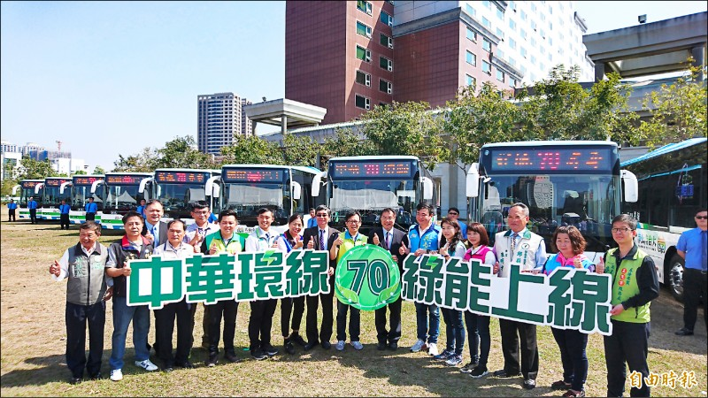 台南市第四條電動公車路線「70路中華環線」,將於今日上路。(記者劉婉君攝)