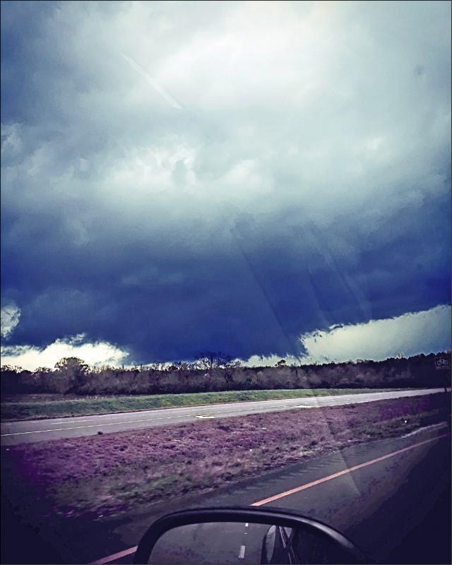 龍捲風籠罩阿州多森市(Dothan)上空。(法新社)