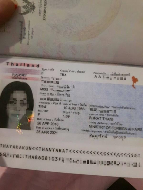 由於小姐偷錢逃走,雞頭向泰國淫媒索取之前拍下的護照要找人。(記者王捷翻攝)