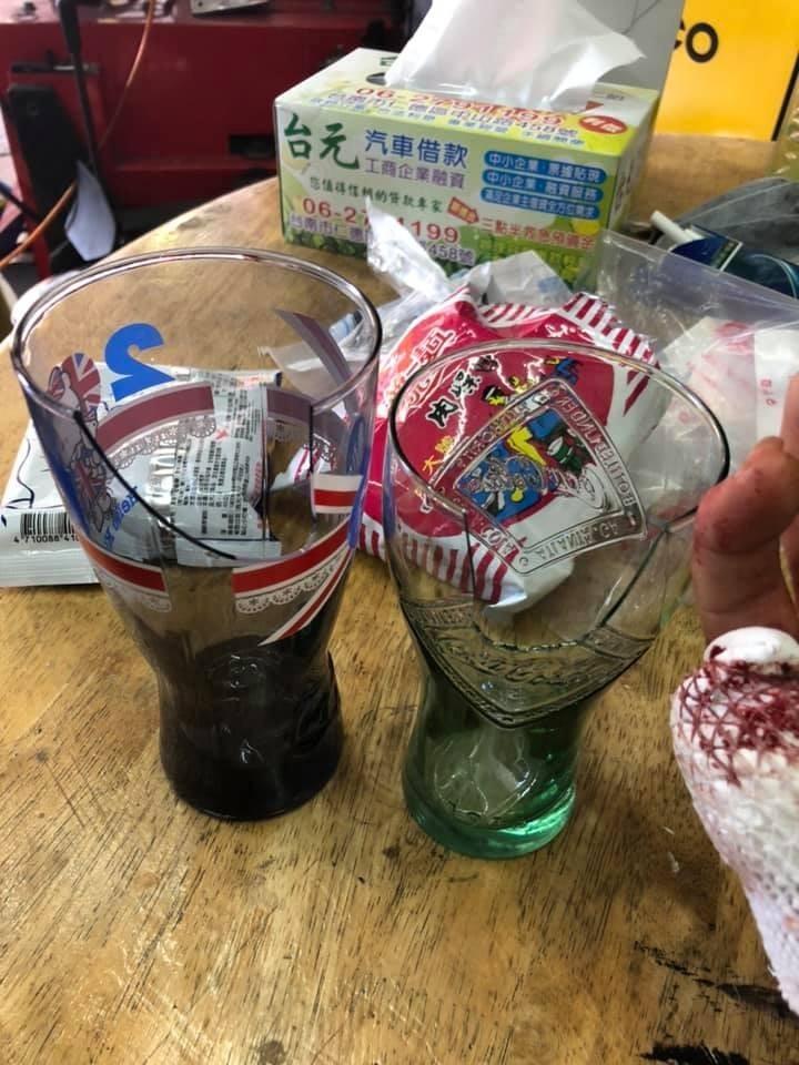 麥當勞加購的玻璃杯爆破事件頻傳,有網友甚至被割到滿手都是血,玻璃杯業者譚副理指出,容易破裂的原因,就是上薄下厚的設計。(圖擷取自臉書社團「爆料公社」)