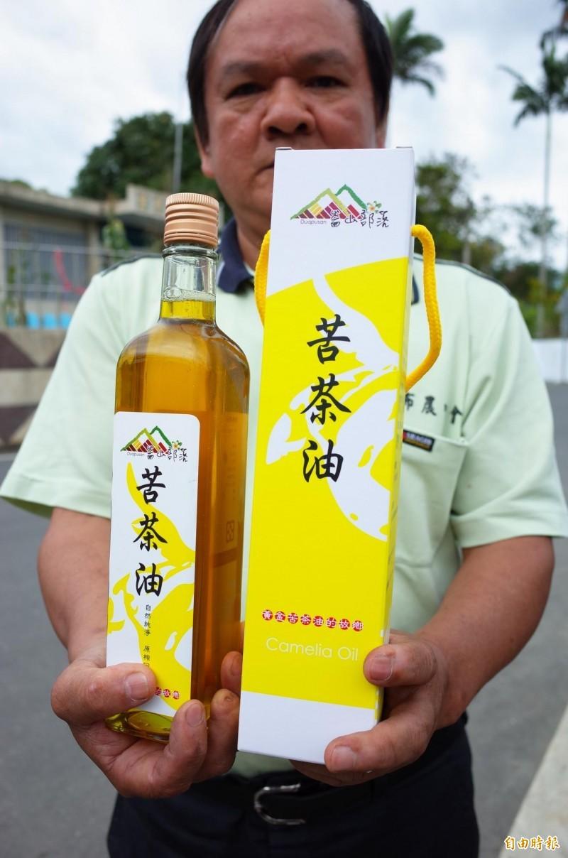 崙山部落苦茶油品牌,是溫牧師與契作的農友辛苦創立,好不容易累積的信用,遭中國詐騙集團盜用,讓溫牧師擔心商譽受損。(記者花孟璟攝)