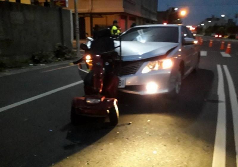 苗栗縣苑裡鎮陳姓老翁於今年1月間清晨騎電動代步車被追撞,送醫不治。(記者彭健禮翻攝)