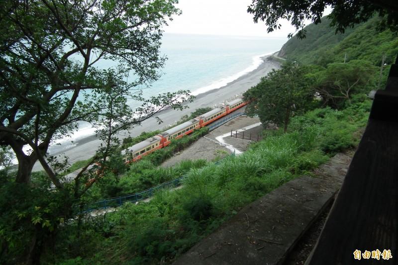 多良火車站維修周邊設施,本月11日起至6月11日暫停開放。(記者陳賢義攝)