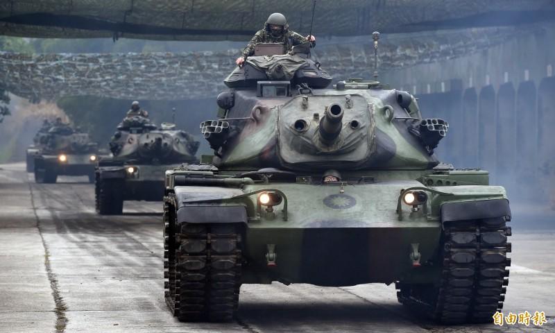 面對中共軍費年年增長,施孝瑋呼籲國軍應持續強化自我防衛能力。圖為我國裝甲部隊。(資料照)