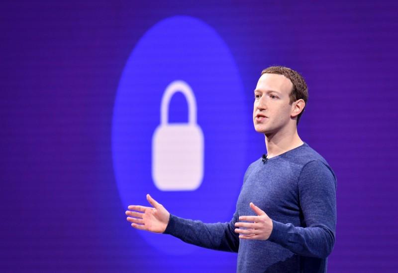 臉書創辦人兼執行長札克柏格(Mark Zuckerberg)今(7)日發文暗諷蘋果,表示臉書願意抵制與人權紀錄較差的政府合作。(法新社)