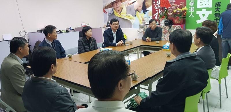 台南檢調警首長造訪立委候選人郭國文競選總部。(記者王俊忠翻攝)