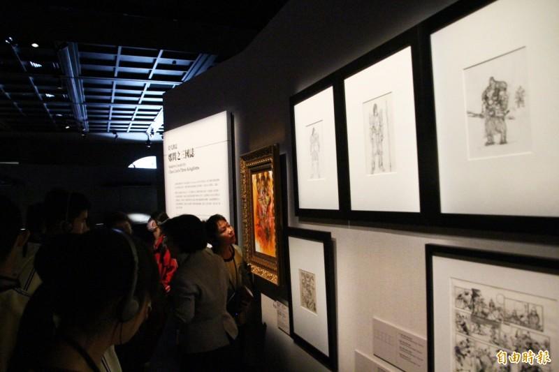 故宮南院「赤壁與三國群英形象」特展中鄭問的手稿。(記者林宜樟攝)