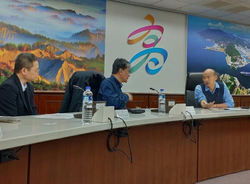 李鴻源建議推動治水「旗艦計畫」循新北市中港大排治理模式。(記者蔡清華翻攝)