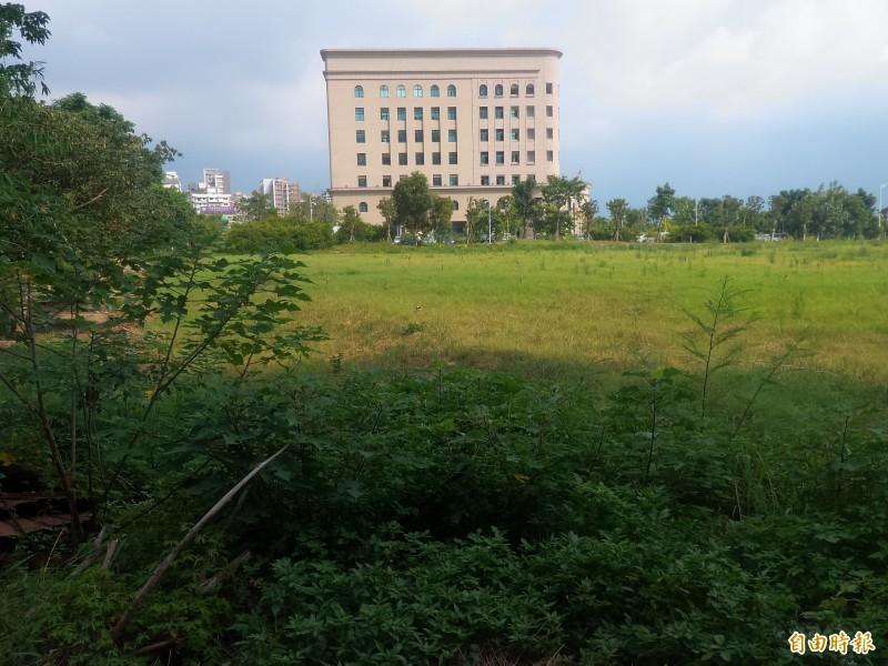 新竹縣政府獲教育部核定補助2.8億元,計畫在新竹地檢署後方的機關用地興建公共圖書館總館。(記者廖雪茹攝)