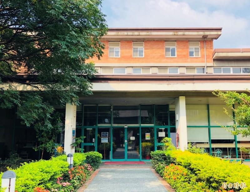 新竹縣立圖書館已不敷使用,縣府文化局表示,正積極規劃興建的總館,未來將打造全齡、共享、新生活型態圖書館。(記者廖雪茹攝)