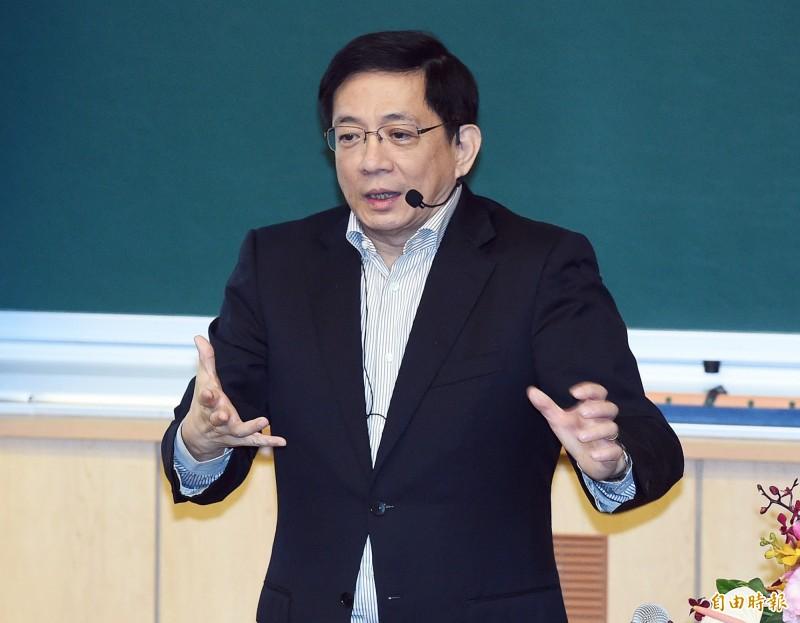 台大校長管中閔(右)8日以「我的學思歷程—走過慘綠歲月」為題,在校內發表專講。(記者廖振輝攝)