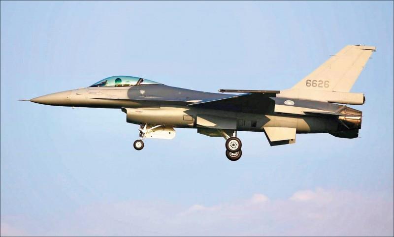 美台商會昨透過聲明稿表示,F-16V戰機性能可滿足台灣空軍作戰需求。圖為空軍首架完成性能提升、編號6626的F-16V戰機。(讀者蔣冠倫提供)