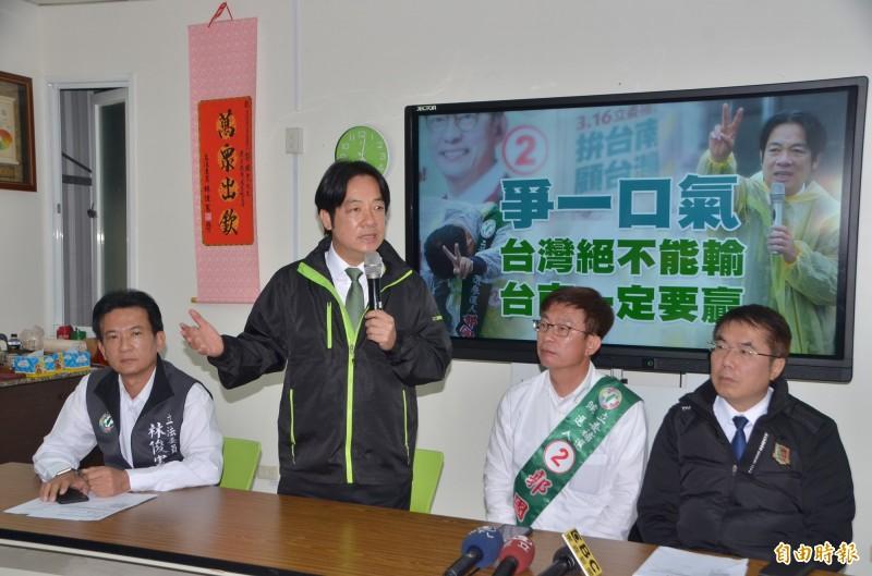 前行政院長賴清德(左2)強調,民進黨雖然只剩一口氣,但絕對會爭氣(記者吳俊鋒攝)