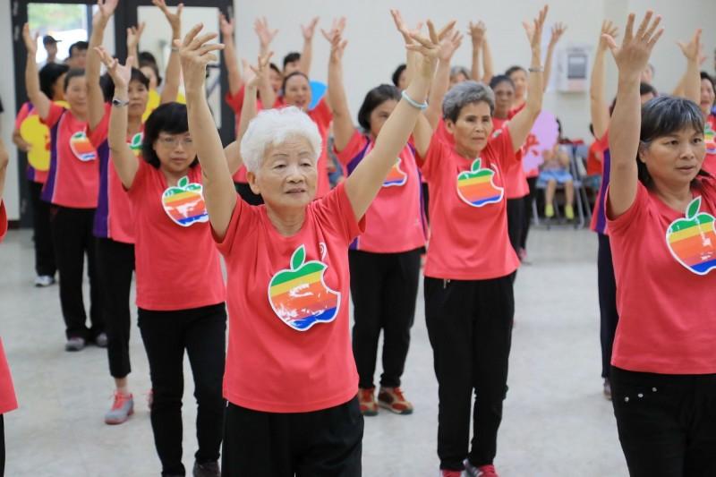 市府擬自7月起恢復老人健保補助。示意圖,人物與本文無關。(記者黃鐘山翻攝)