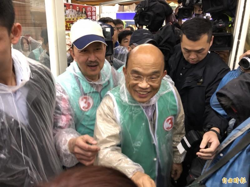 隨著三重立委補選選戰白熱化,余天今也請到蘇貞昌來站台掃街。(記者周湘芸攝)