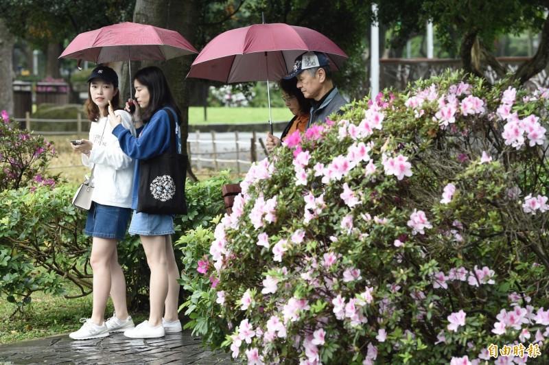 今(9)日受到鋒面影響,整個週末全台有雨,溫度方面,各地氣溫明顯回升。(資料照)