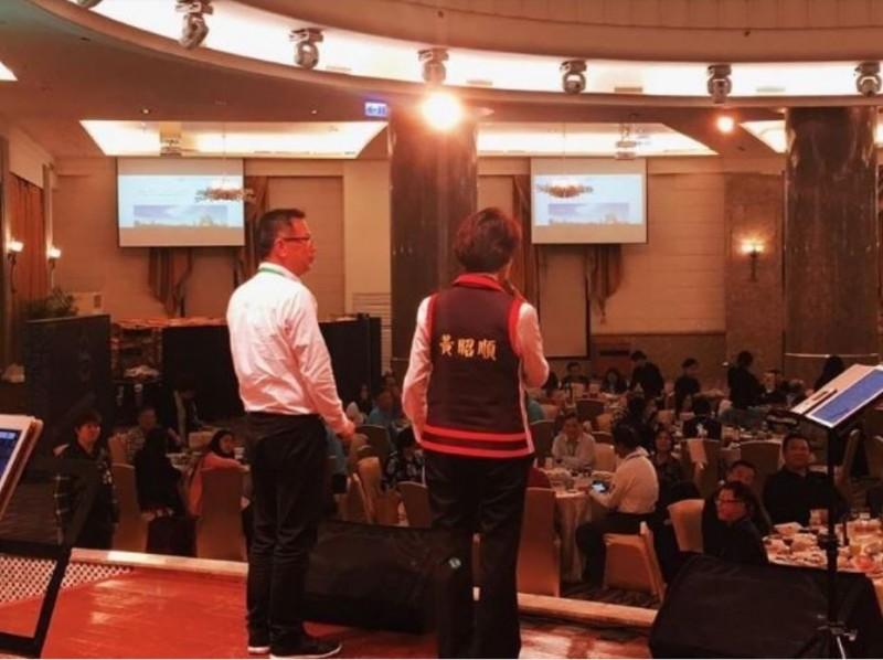 高雄資深音樂家紀華朗今在臉書指出,國民黨立委黃昭順在表演期間跑攤,沒打招呼就逕自上台說話,硬生生地打斷表演,讓他感到很「混怒」。(圖擷取自紀華朗臉書)