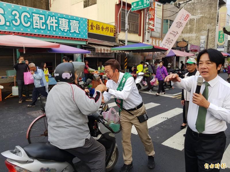 前行政院長賴清德今再陪民進黨立委候選人郭國文掃街拜票, 賴清德疾呼,民進黨剩一口氣,但是為台灣會再爭一口氣。(記者王涵平攝)
