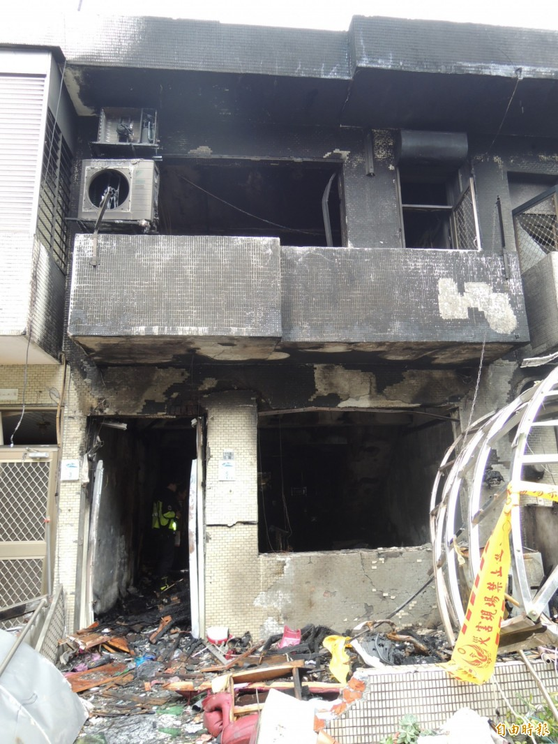 蘇澳鎮聖賢路一處2層樓民宅氣爆,徐姓夫妻及8個月大兒子被燒成焦屍。(記者江志雄攝)