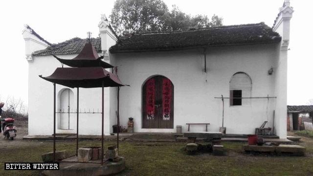 安徽省池州市烏沙鎮橫塘村一座寺廟被刷白。(取自《寒冬》雜誌網站)