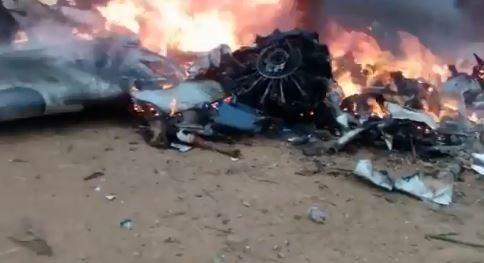 哥倫比亞一架小飛機墜毀,機上12人全部罹難。(圖擷自推特)