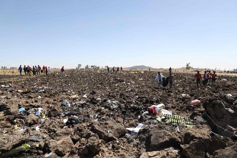 衣索比亞航空一架客機今(10)日失事,墜毀於首都以南約50公里處的德布雷塞特(Bishoftu)。(法新社)
